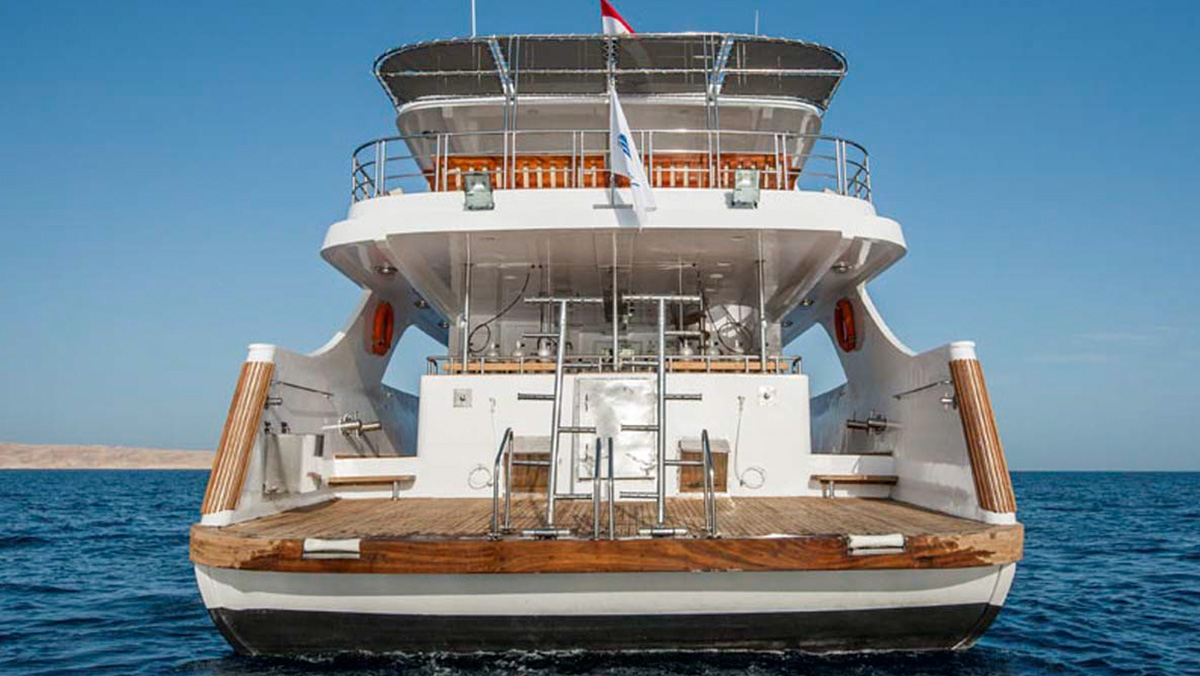 MY Amelia Discovery Red Sea liveaboard dive platform