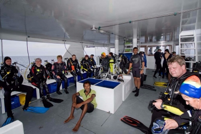 dive boat divers