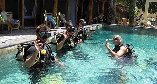Scuba dive students in pool