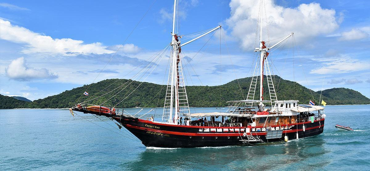 different types of liveaboard dive boats