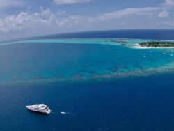 Liveaboard-Maldives-in-the-sea