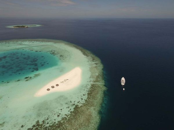 atoll-sand-bank-island-Maldives-Diving