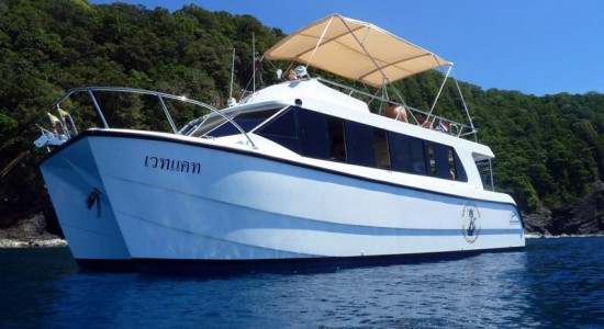 speed-boat-catamaran-phuket-thailand-scuba-diving